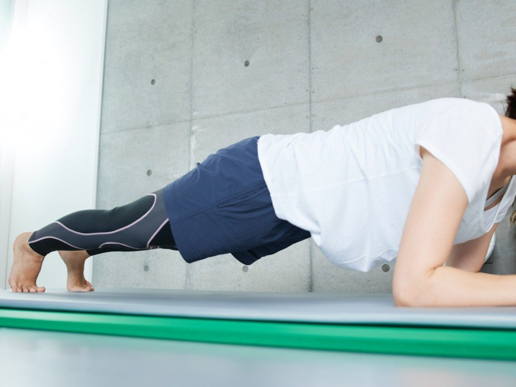 プランク 腰 が 痛い プランクで【肩・肘・腰・膝】が痛い!3つの原因と改善法を紹介!