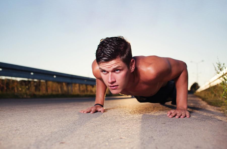 ワイドプッシュアップで大胸筋を集中的に鍛える!やり方や効果について紹介