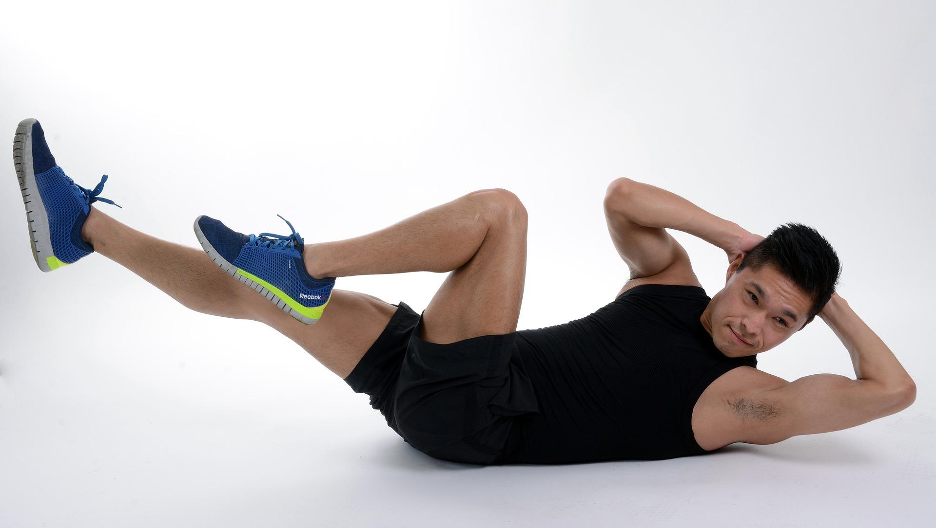 ツイストクランチのやり方と効果!腹斜筋を鍛えてお腹を細くする方法について紹介