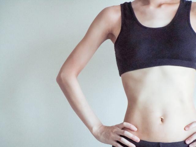 サイドプランクのやり方!体幹トレーニングでわき腹を引き締める
