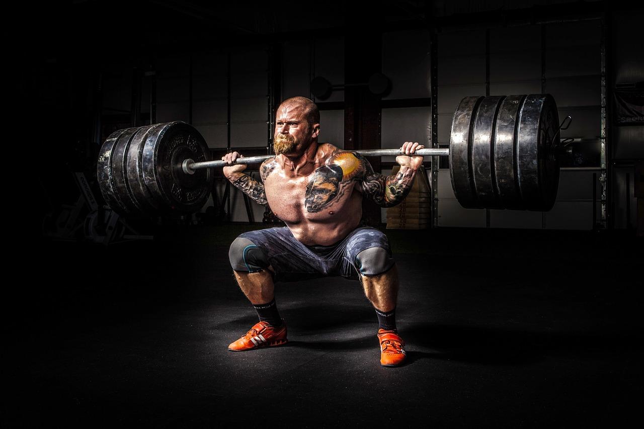 「みんなで筋肉体操」って何!?スクワット編のトレーニング内容を紹介